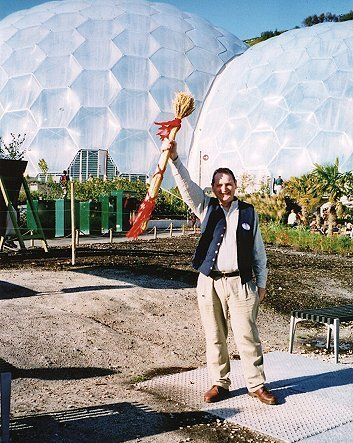 Crying the Neck at the Eden Project in 2001. photograph: © Gillian Nott